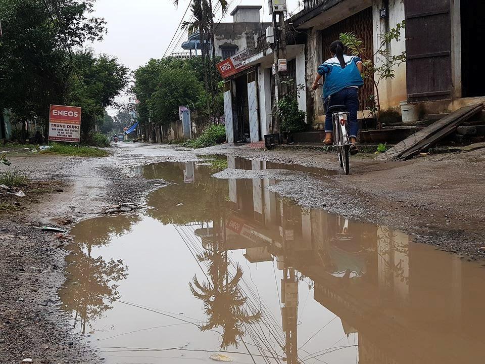 """Ninh Bình: Người dân khốn khổ vì con đường """"nát bét"""" giữa lòng thành phố! - Ảnh 10."""