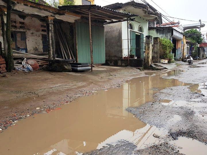 """Ninh Bình: Người dân khốn khổ vì con đường """"nát bét"""" giữa lòng thành phố! - Ảnh 15."""