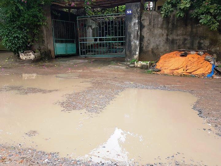 """Ninh Bình: Người dân khốn khổ vì con đường """"nát bét"""" giữa lòng thành phố! - Ảnh 7."""