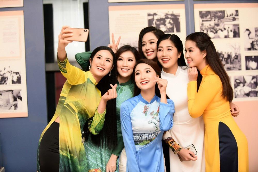 Hoa hậu Ngọc Hân nói gì về bạn gái tin đồn của cầu thủ Phan Văn Đức? - Ảnh 1.