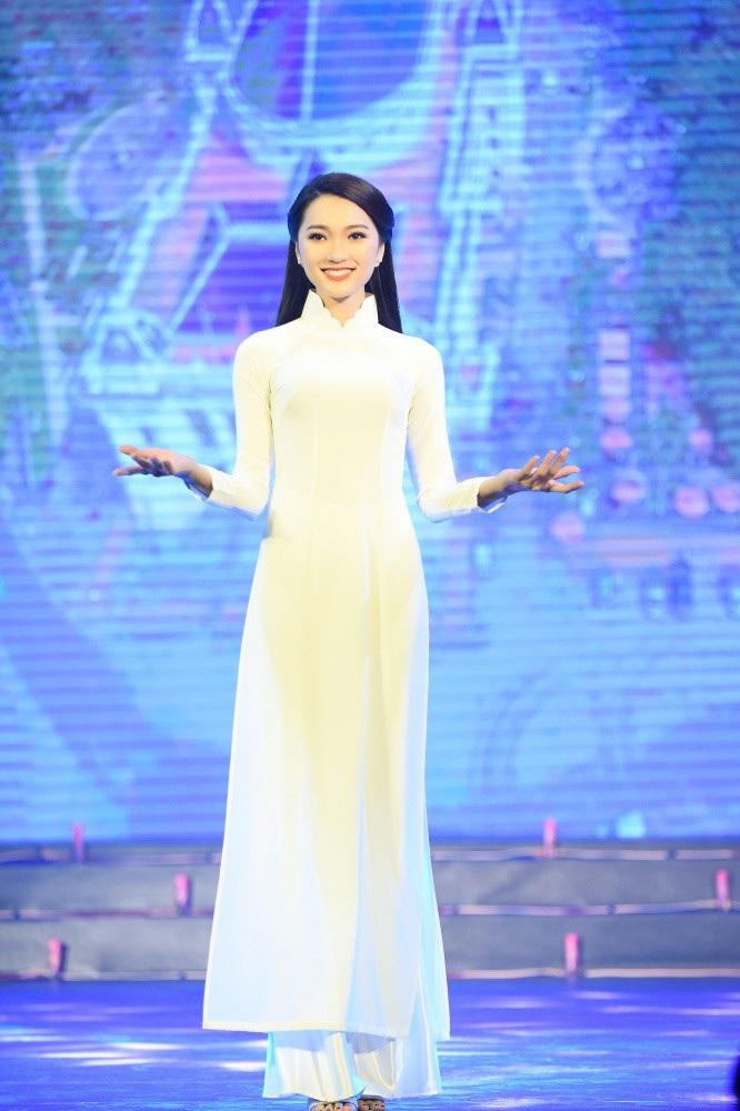 Hoa hậu Ngọc Hân nói gì về bạn gái tin đồn của cầu thủ Phan Văn Đức? - Ảnh 3.