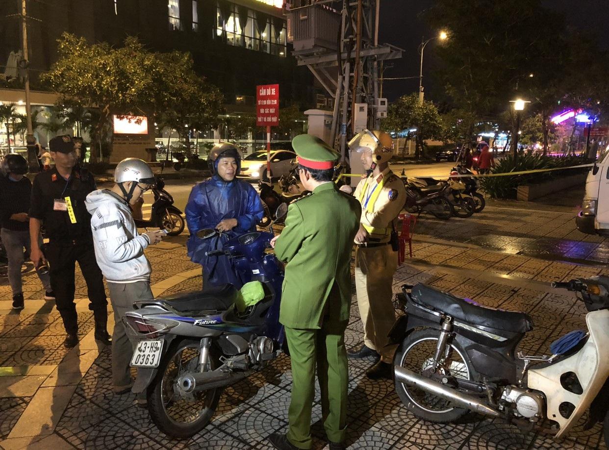 Lực lượng 911 - Công an Đà Nẵng phát hiện nhiều đối tượng cho vay nặng lãi, tàng trữ cỏ Mỹ, vũ khí - Ảnh 2.