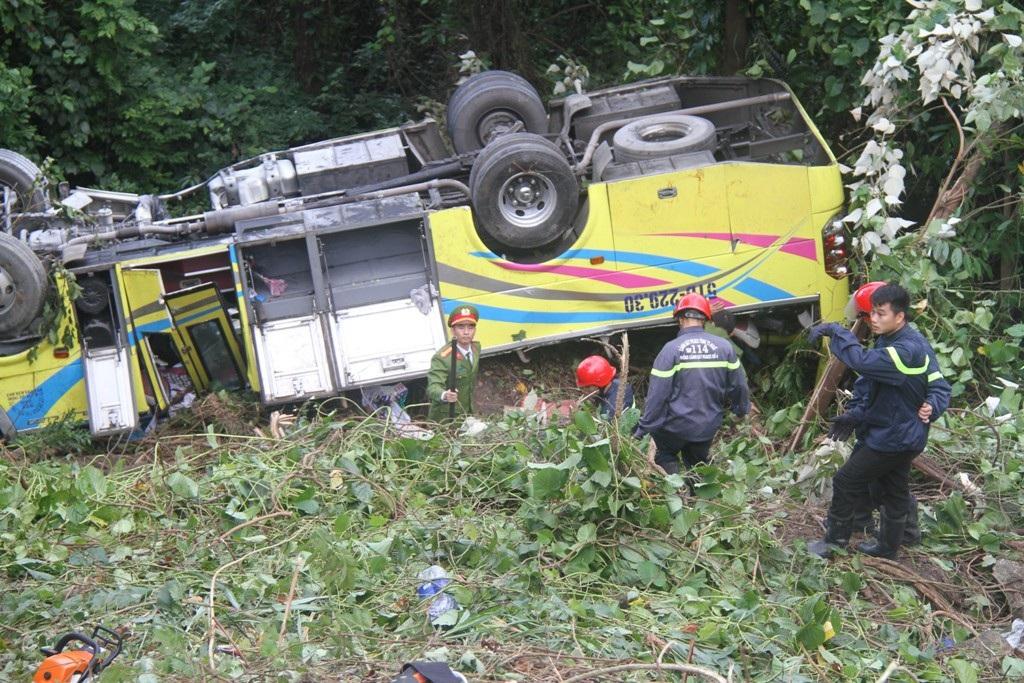 Khởi tố tài xế xe chở đoàn sinh viên lao xuống vực - Ảnh 5.