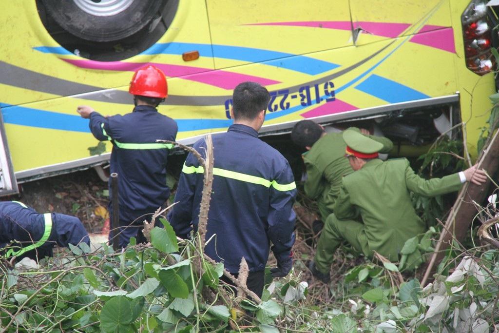 Khởi tố tài xế xe chở đoàn sinh viên lao xuống vực - Ảnh 4.