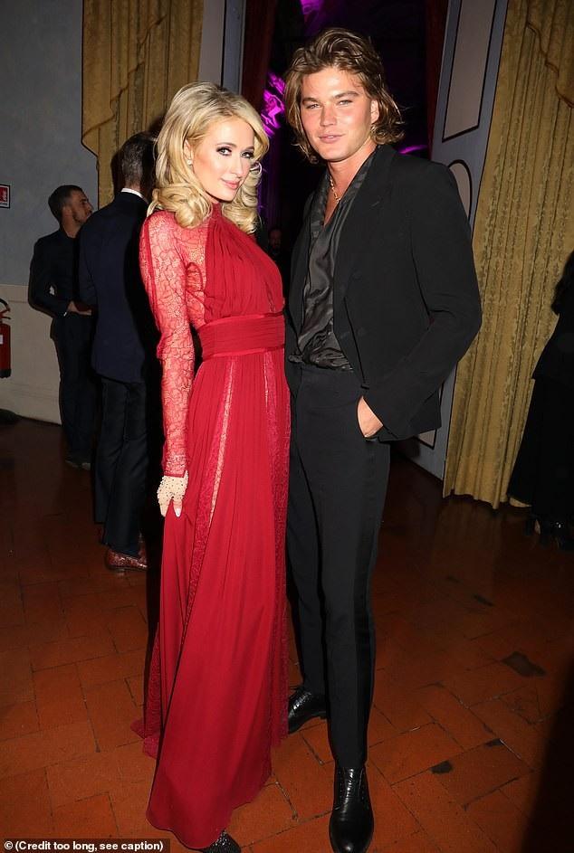 Paris Hilton gợi cảm bên người mẫu kém 15 tuổi - Ảnh 4.