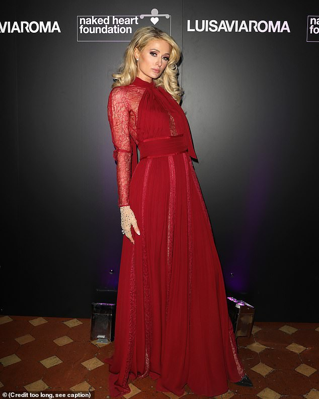 Paris Hilton gợi cảm bên người mẫu kém 15 tuổi - Ảnh 5.