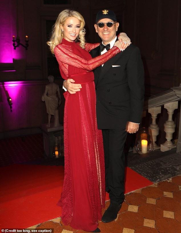 Paris Hilton gợi cảm bên người mẫu kém 15 tuổi - Ảnh 7.