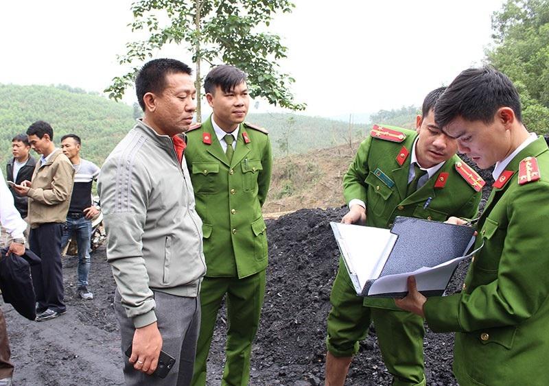 Chủ tịch Hà Tĩnh chỉ đạo xử lý ngay mỏ than thổ phỉ - Ảnh 5.
