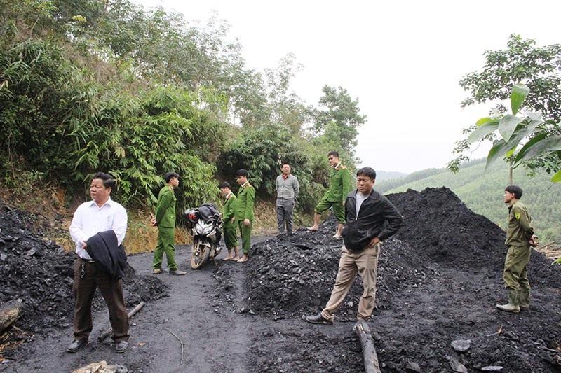 Chủ tịch Hà Tĩnh chỉ đạo xử lý ngay mỏ than thổ phỉ - Ảnh 2.
