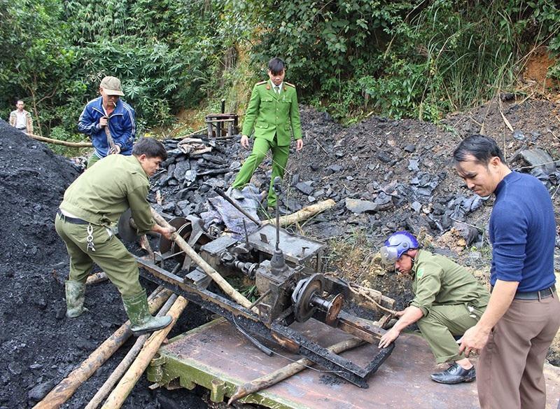 Chủ tịch Hà Tĩnh chỉ đạo xử lý ngay mỏ than thổ phỉ - Ảnh 7.