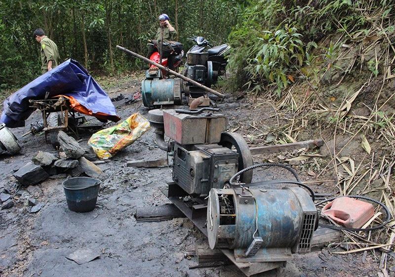 Chủ tịch Hà Tĩnh chỉ đạo xử lý ngay mỏ than thổ phỉ - Ảnh 4.