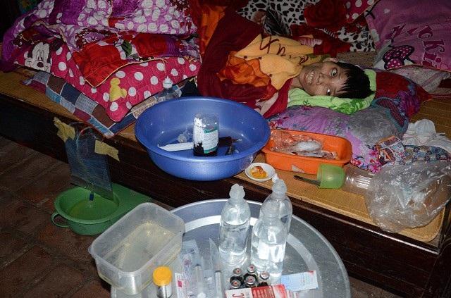 Sự sống mong manh của cô gái trẻ mắc căn bệnh hiếm gặp - Ảnh 10.