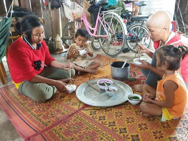 Một ngân hàng hỗ trợ xây nhà và lập sổ tiết kiệm giúp gia đình chị Liễu - Ảnh 2.