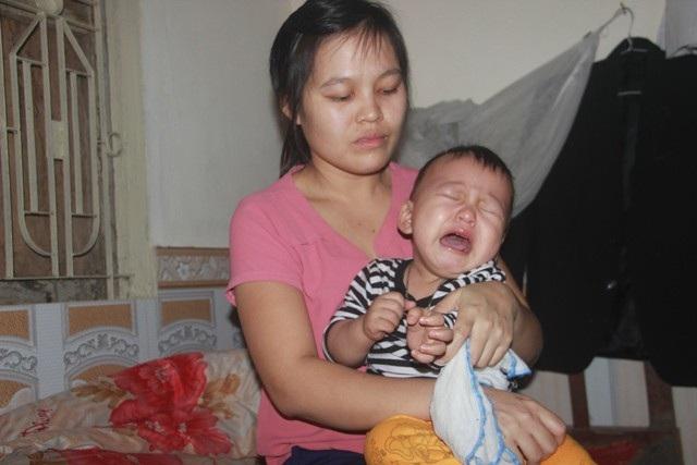 Tiếng khóc xé lòng của bé trai 15 tháng tuổi đã sớm mắc bệnh u gan - Ảnh 2.