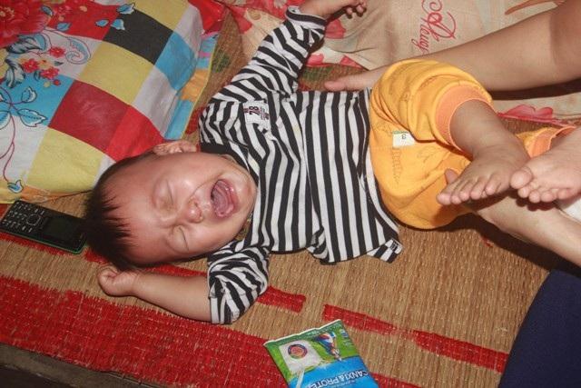 Tiếng khóc xé lòng của bé trai 15 tháng tuổi đã sớm mắc bệnh u gan - Ảnh 7.