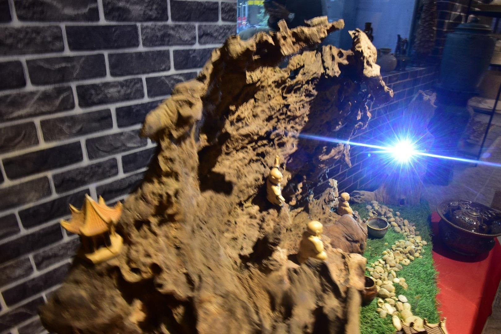 Độc đáo nghệ thuật điêu khắc ánh sáng của anh chàng kỹ sư xây dựng - Ảnh 4.