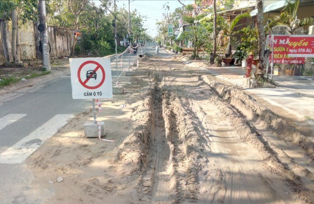 Dân ngán ngẩm vì nhiều tuyến đường tiền tỷ mới làm xong đã bị đào bới tại Sóc Trăng! - Ảnh 2.