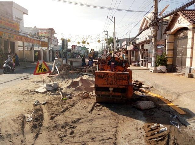 Dân ngán ngẩm vì nhiều tuyến đường tiền tỷ mới làm xong đã bị đào bới tại Sóc Trăng! - Ảnh 4.