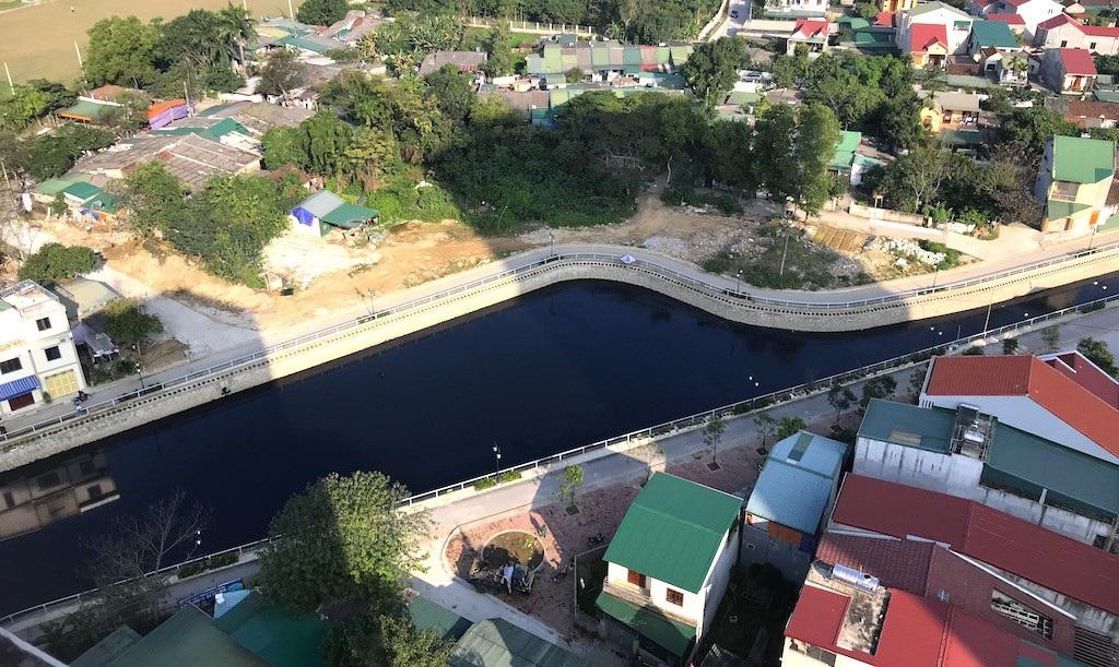 Cận cảnh đoạn kênh dày đặc cá chết tra tấn người dân tại TP Vinh! - Ảnh 8.