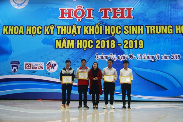 Trao giải thưởng 63 đề tài khoa học-kỹ thuật tiêu biểu khối học sinh THPT - Ảnh 1.