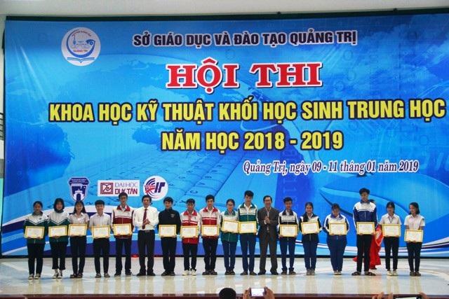 Trao giải thưởng 63 đề tài khoa học-kỹ thuật tiêu biểu khối học sinh THPT - Ảnh 2.
