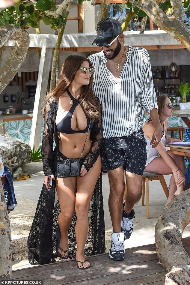 Demi Rose khoe ngực khủng đi chơi cùng bạn trai  - Ảnh 5.