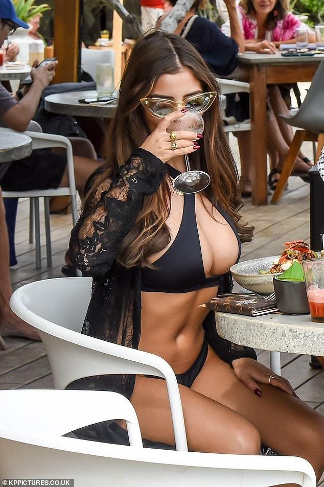 Demi Rose khoe ngực khủng đi chơi cùng bạn trai  - Ảnh 7.