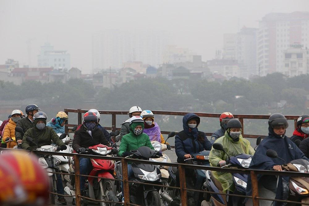 Hà Nội: Sông Hồng xuất hiện nhiều củi rác trôi dạt - Ảnh 7.