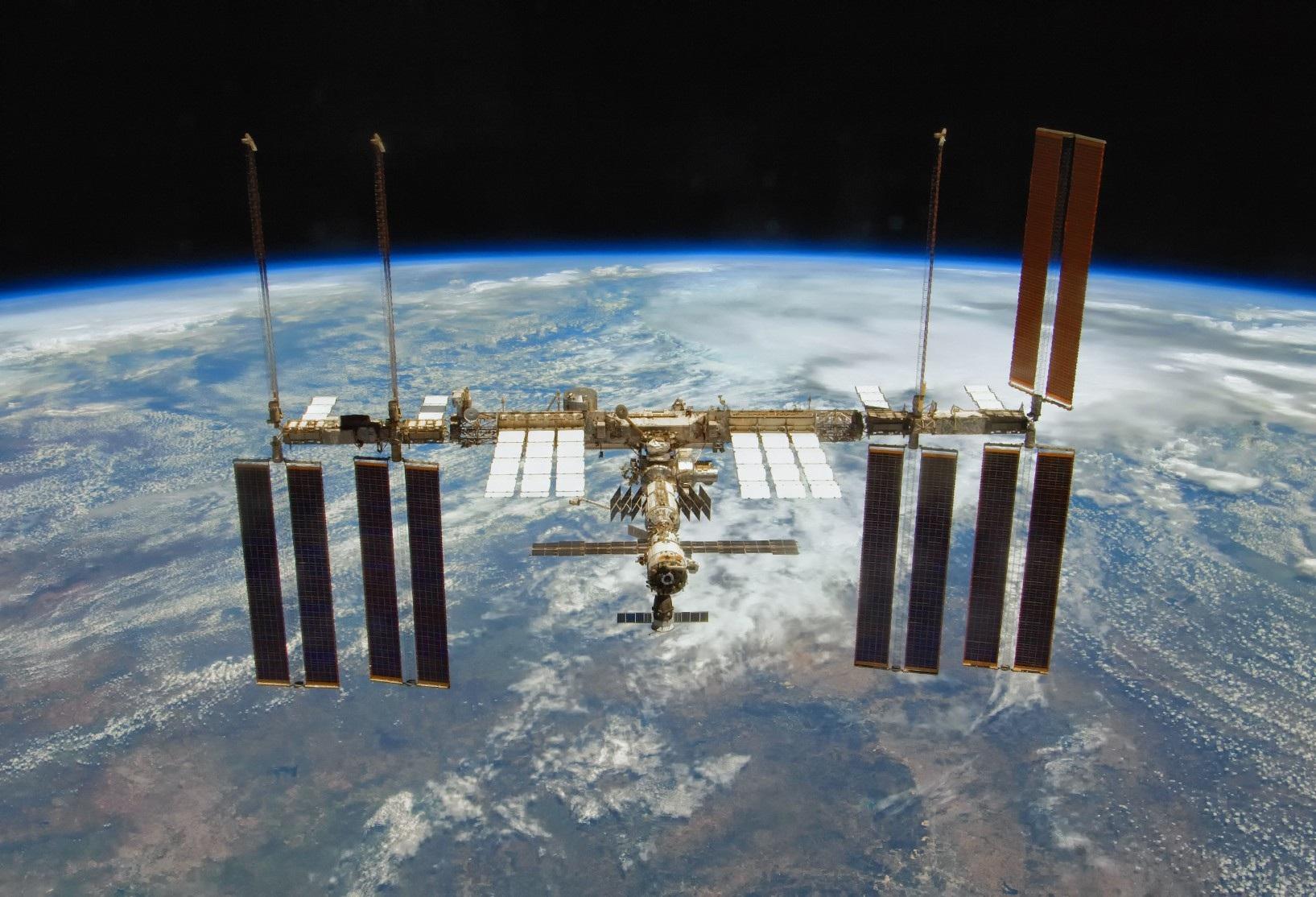 Một Trái Đất hoàn toàn lạ lẫm qua những cảnh quay từ trạm vũ trụ ISS - Ảnh 1.