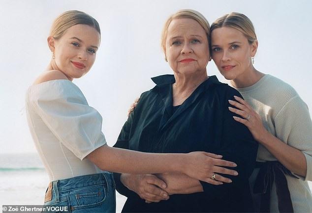 Nữ diễn viên Reese Witherspoon: Phụ nữ phải biết làm ra tiền - Ảnh 1.