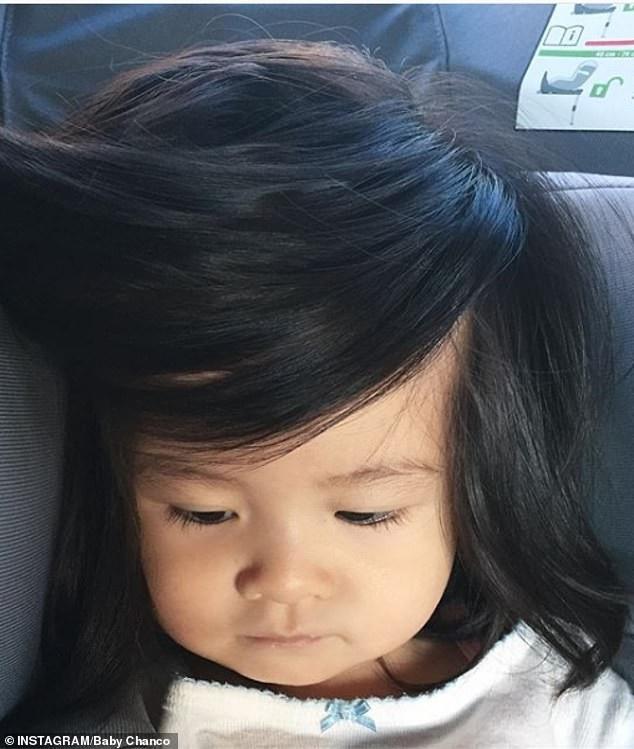 Em bé một tuổi có mái tóc bồng bềnh trở thành... gương mặt quảng cáo gây sốt - Ảnh 10.