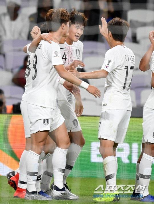 Hàn Quốc 1-0 Kyrgyzstan: Giành vé đi tiếp sau trận cầu ma ám - Ảnh 7.