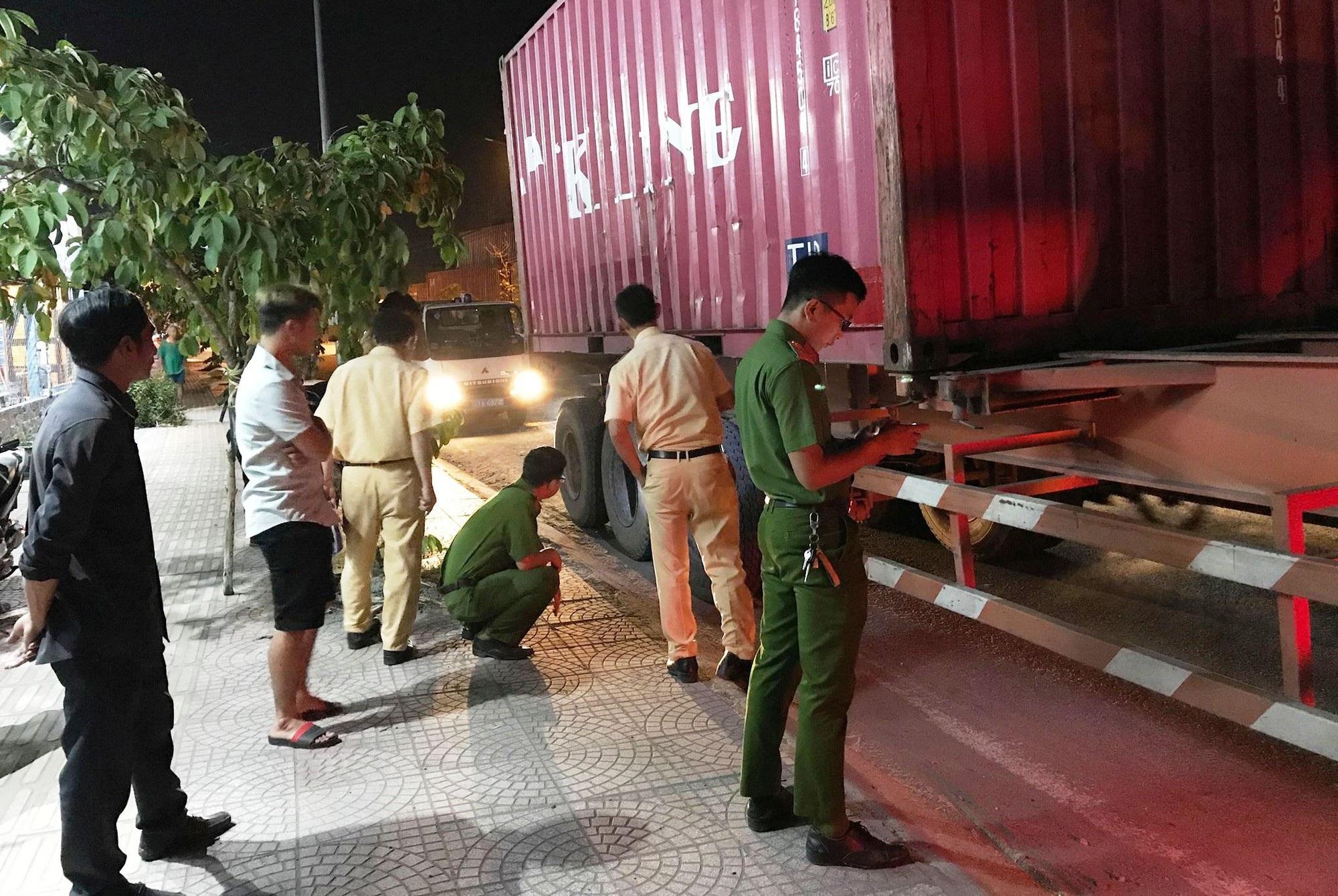 Liên tiếp 2 vụ xe container tông chết người rồi bỏ trốn - Ảnh 3.