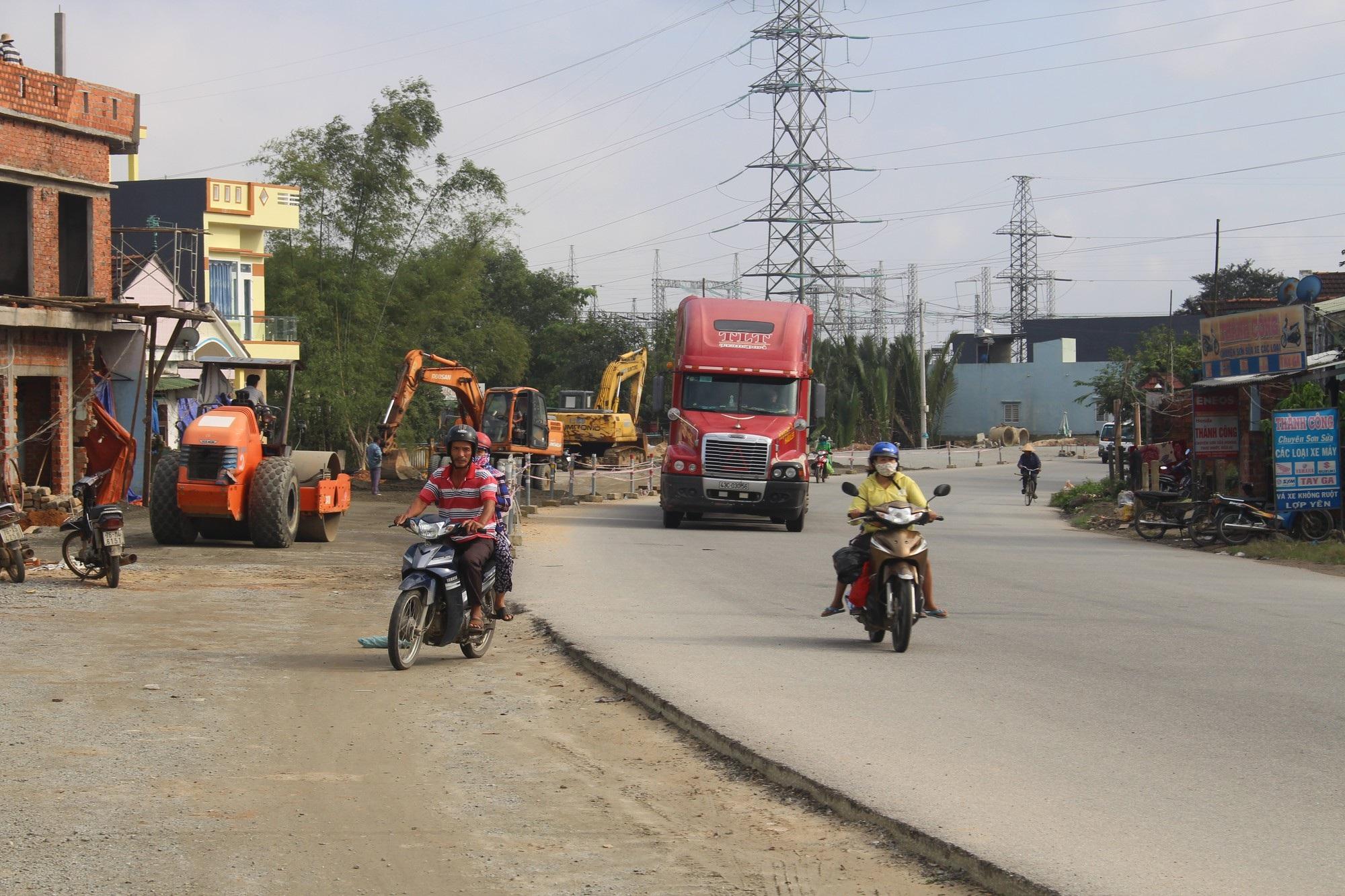 Quốc lộ 1A vẫn ngổn ngang sau 5 lần gia hạn tiến độ - Ảnh 4.