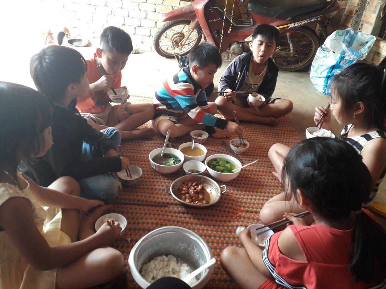 Lớp tiếng Anh miễn phí cho học sinh vùng cao của cô giáo M'Nông - Ảnh 4.