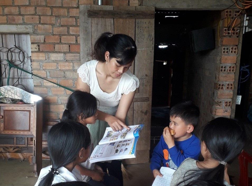 Lớp tiếng Anh miễn phí cho học sinh vùng cao của cô giáo M'Nông - Ảnh 3.