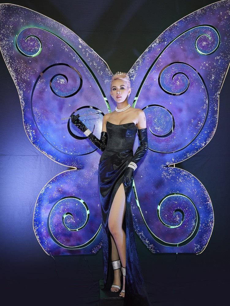 Phí Phương Anh lơ đãng khoe vòng 1 nóng bỏng khi hóa thân thành Audrey Hepburn - Ảnh 3.