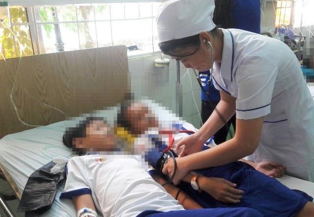 Vụ học sinh nhập viện sau khi súc miệng: Do cán bộ hướng dẫn chưa sát - Ảnh 1.