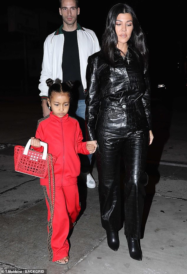 Con gái Kim Kardashian diện toàn đồ hiệu  - Ảnh 2.