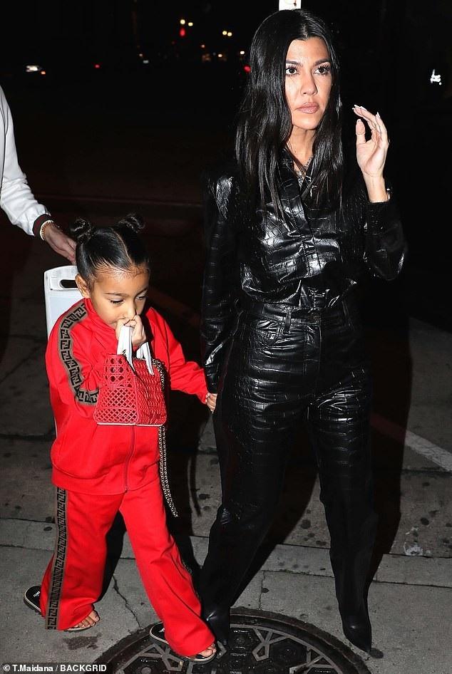 Con gái Kim Kardashian diện toàn đồ hiệu  - Ảnh 5.