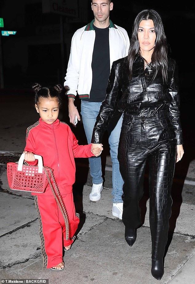 Con gái Kim Kardashian diện toàn đồ hiệu  - Ảnh 6.