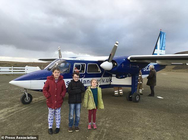 Scotland: Sự thật về học sinh sang chảnh đi máy bay tới lớp học bơi - Ảnh 1.