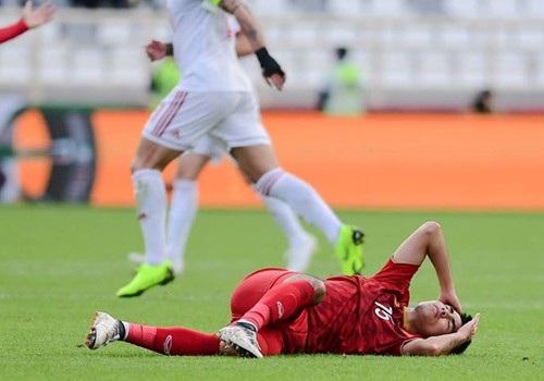 Va chạm mạnh với cầu thủ Iran, Đức Huy bị mất trí nhớ tạm thời - Ảnh 2.