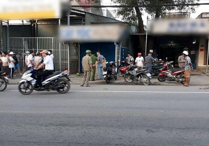 Nam thanh niên gục chết trên xe máy, nghi do sốc ma túy - Ảnh 1.