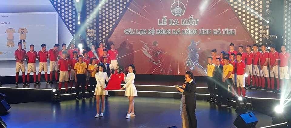 Ra mắt CLB bóng đá Hồng Lĩnh Hà Tĩnh - Ảnh 2.