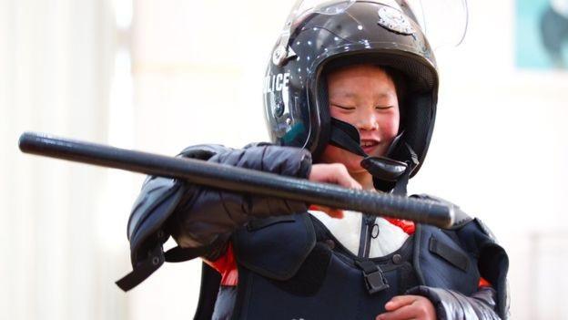 """""""Cậu bé băng tuyết"""" Trung Quốc thay đổi ra sao sau một năm gây sốt mạng? - Ảnh 2."""