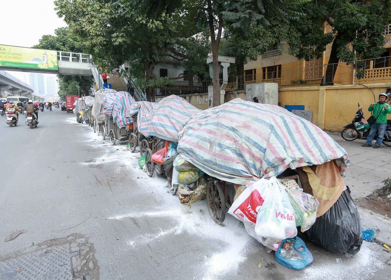 Hà Nội: Vì sao người dân chặn xe vào bãi rác Nam Sơn? - Ảnh 1.