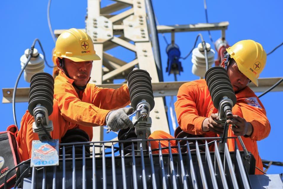 Gần 100% số hộ dân ở miền Trung có điện lưới Quốc gia - Ảnh 2.
