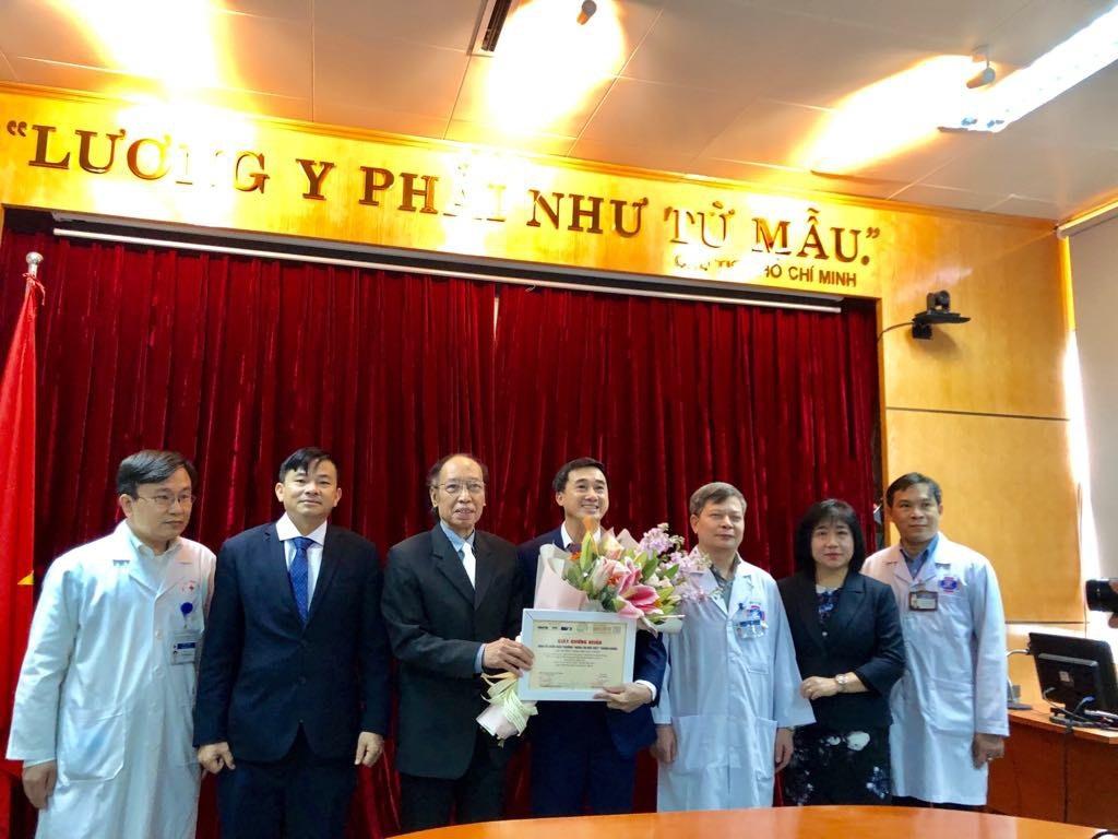 Chủ nhân giải nhất Nhân tài Đất Việt trao 200 triệu tiền giải thưởng cho bệnh nhân, người nghèo - Ảnh 2.
