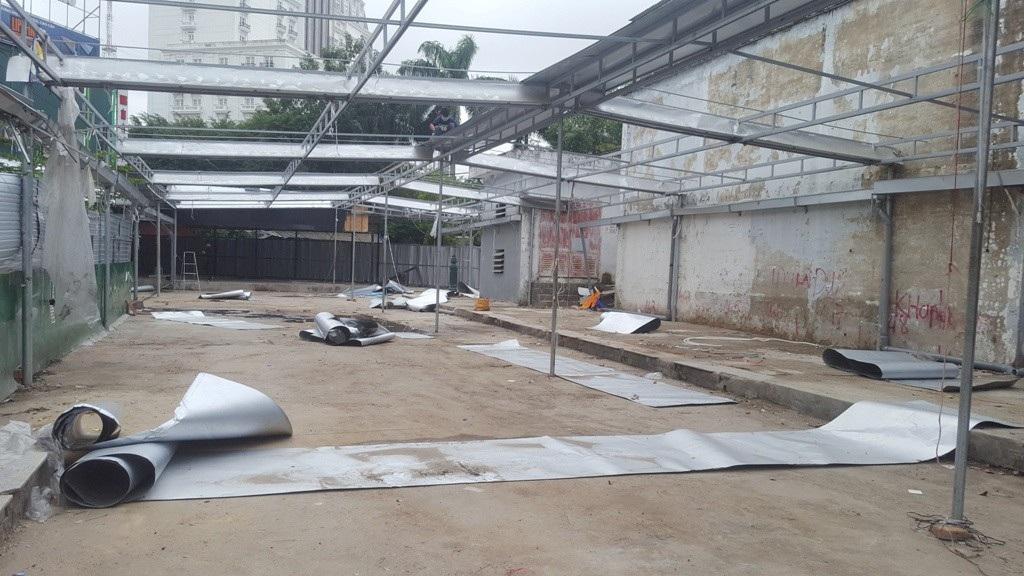 Dỡ sạch trung tâm mua sắm trái phép chống lệnh Chủ tịch tỉnh Thừa Thiên Huế! - Ảnh 1.